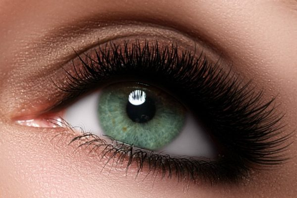 4 Surefire tricks to thicken your eyelashes