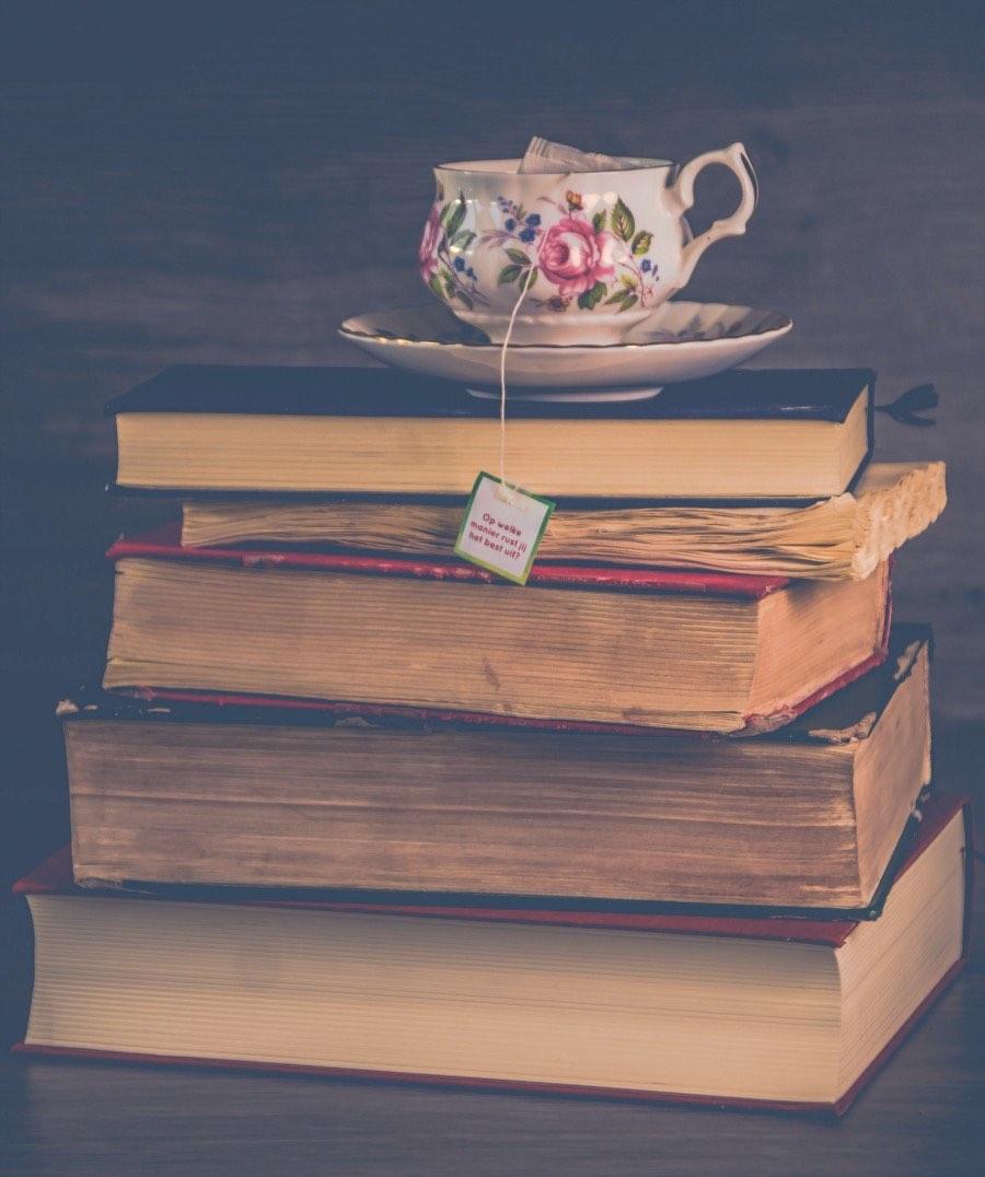 Te recomendamos 4 libros que tratan de temas relativos a la mediana edad, desde la menopausia hasta las relaciones de pareja.