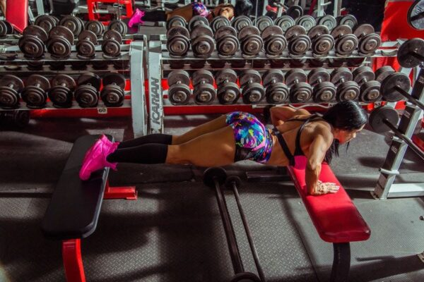 If you´re in your fifties or even younger and looking for fitness inspiration, there are many midlife women sharing their fitness routines.