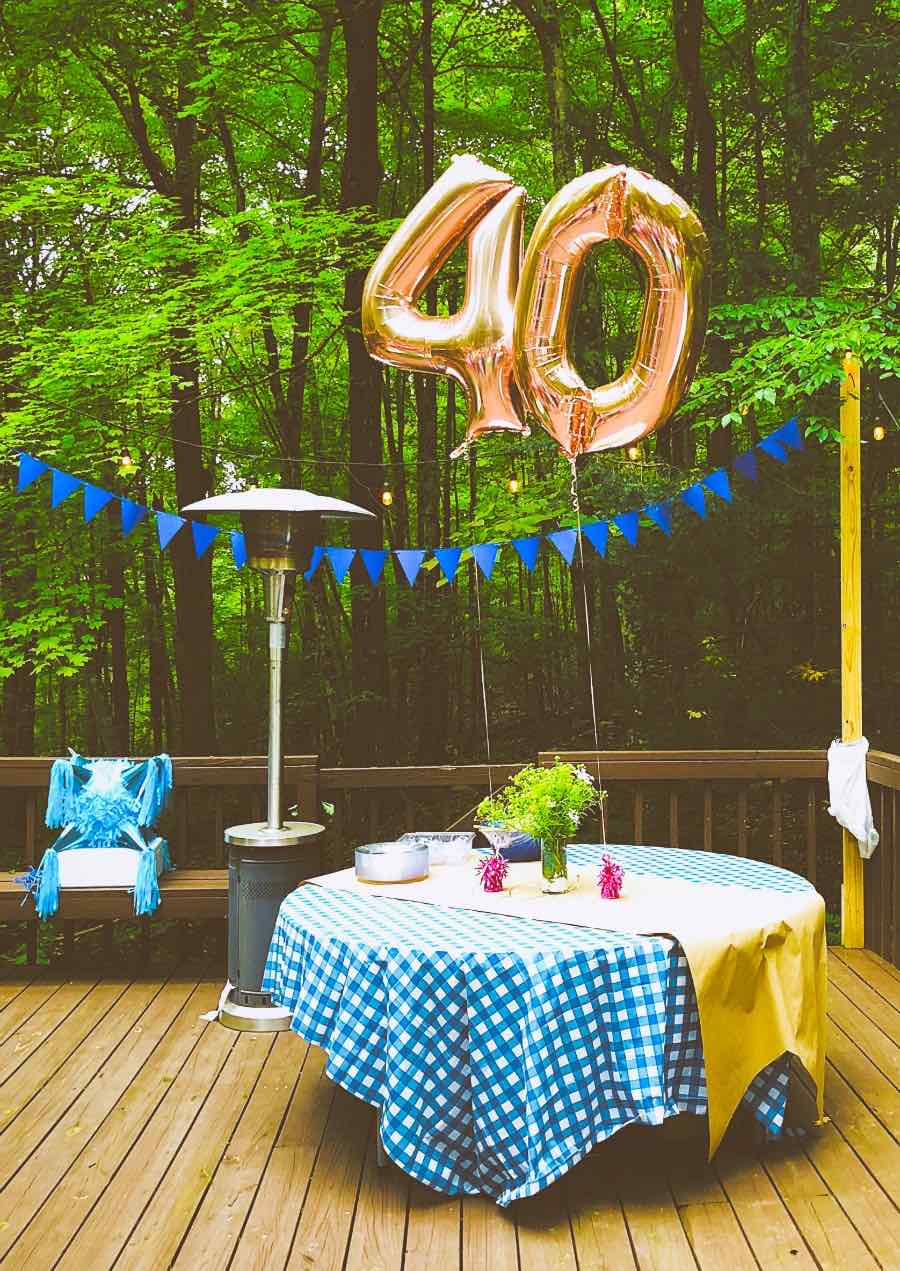 If you´re wondering what to gift a woman turning forty, we´ve got five fabulous ideas for you to celebrate her. 40 requires a special treat.