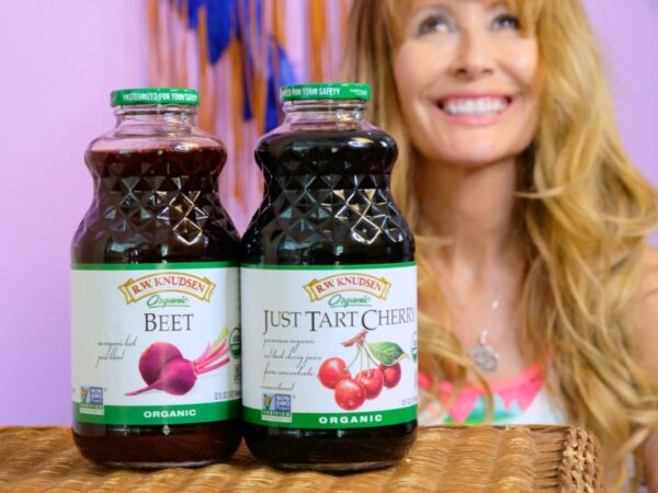 I devote time and energy to a balanced wellness routine year-round. Part of it involved drinking organic juice. #ad #rwknudsen