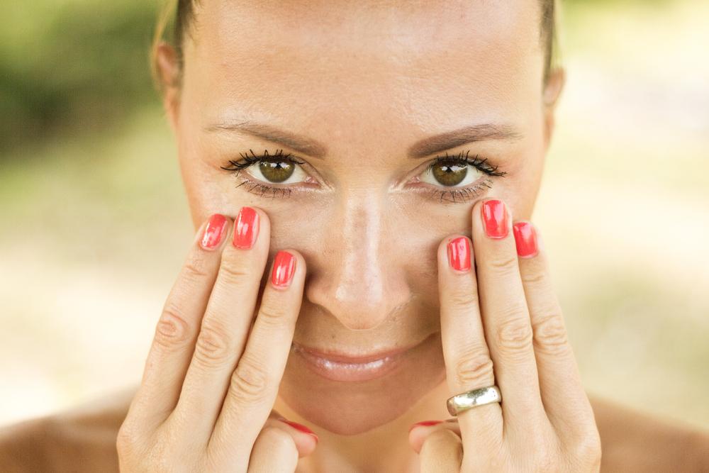 Verse y sentirse más joven y saludable no es cuestión de maquillarse más. Con estos hábitos saludables siempre te mantendrás radiante.
