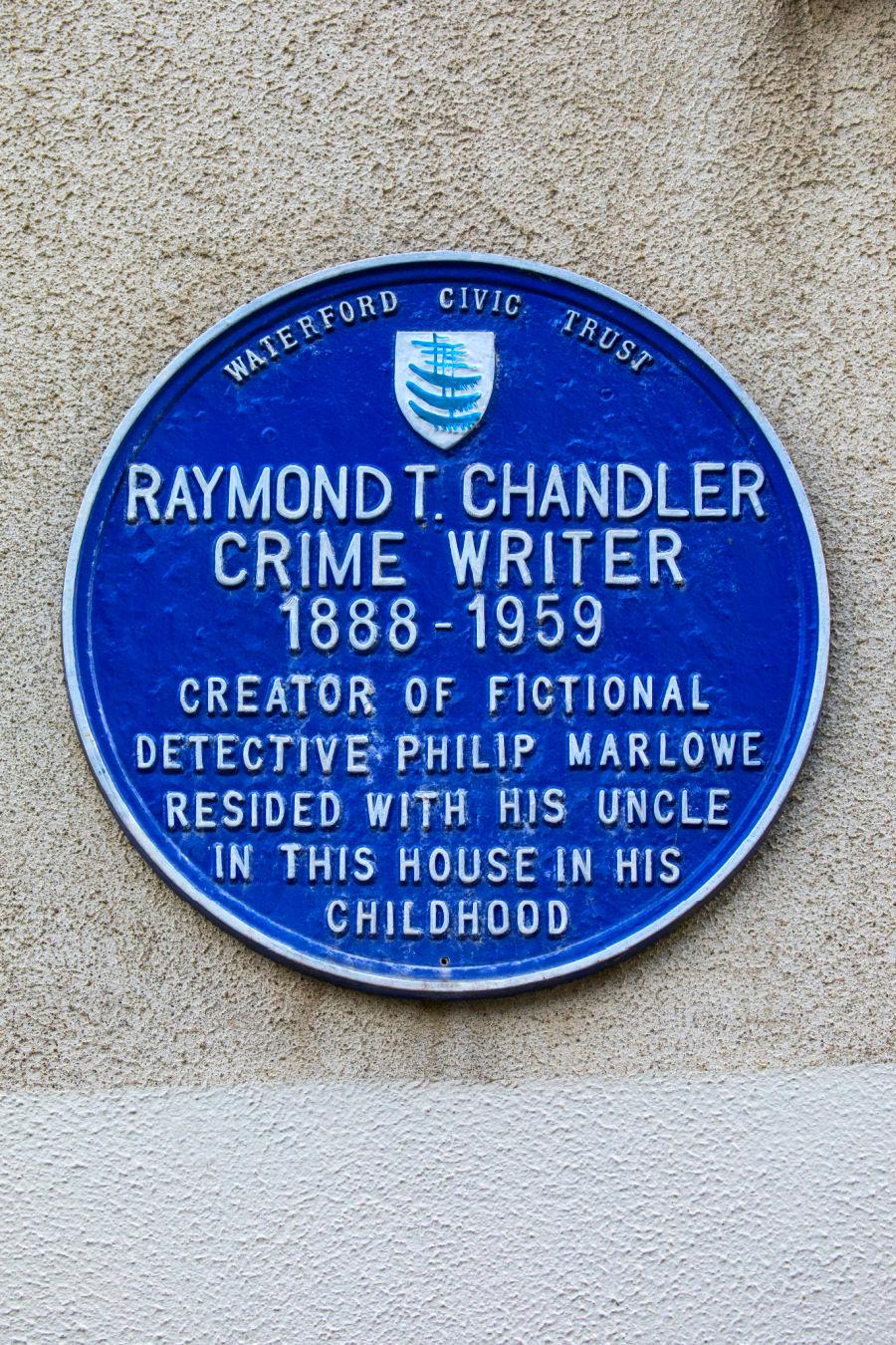 Photo of plaque of Raymond Chandler