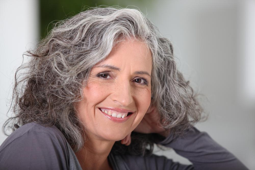 Mujer de pelo gris
